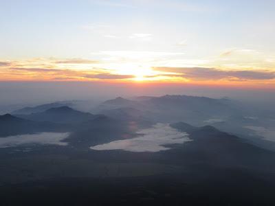 Amanecer desde el monte Fuji, Japón