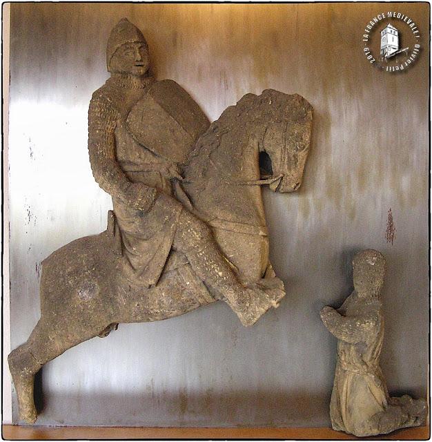 METZ (57) - Musée de la Cour d'Or : Statue de Chevalier (XIIIe siècle)