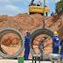 Obras de drenagem em Moita Verde avançam com instalação de tubulações