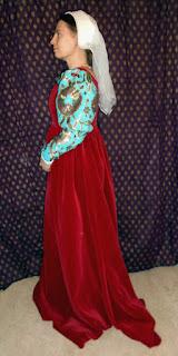 http://evashistoricalcostumes.blogspot.se/p/a-quattrocento-velvet-gown-with-brocade.html
