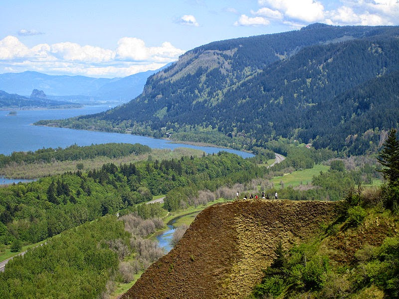 Looking east up the Columbia River Gorge, from Crown Point in Oregon, USA. 04