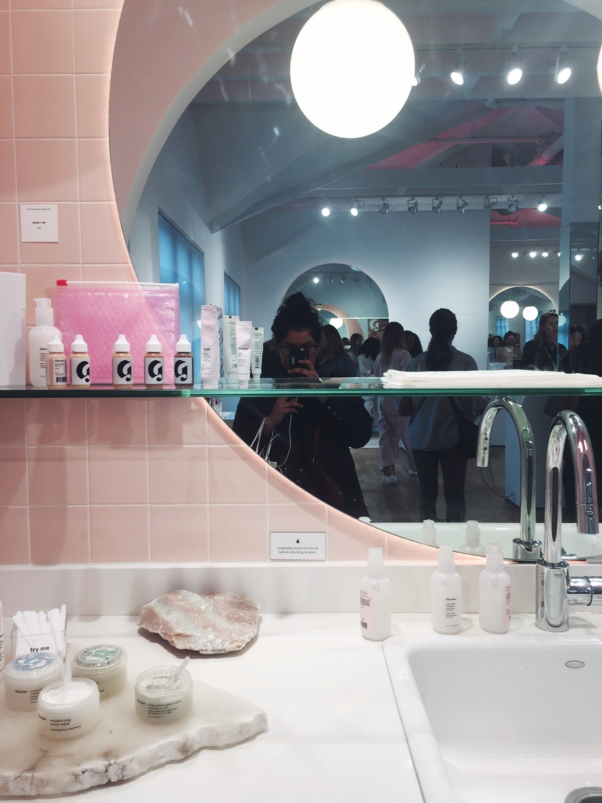glossier showroom nyc, glossier new york city showroom, glossier nyc, glossier pop up, glossier shop, glossier store