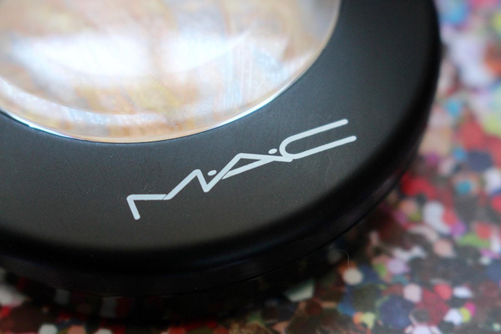Velveteen Femme MAC Mineralize Skinfinish Lightscapade