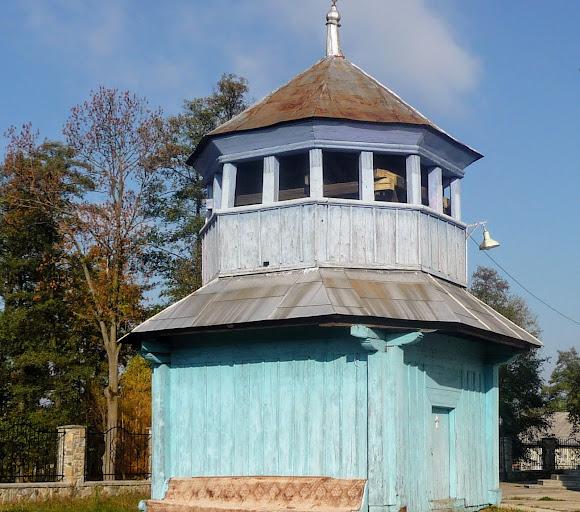 Тяпче. Церква св. Миколая УПЦ КП. Дзвіниця