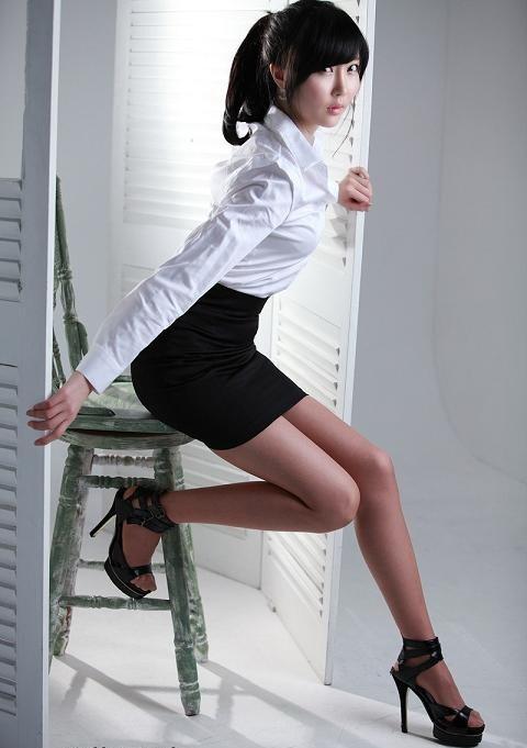 Gadis buat servis - 4 8