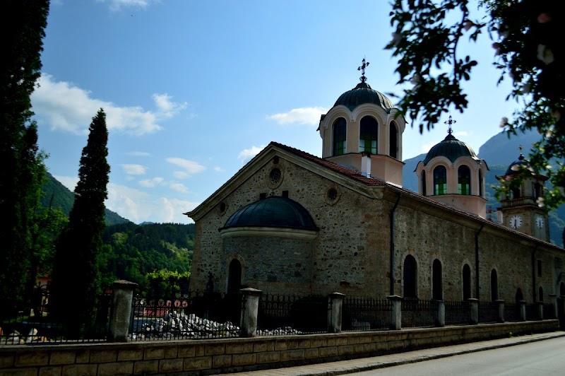 Пещера Съева дупка, Гложенски манастир и Тетевен