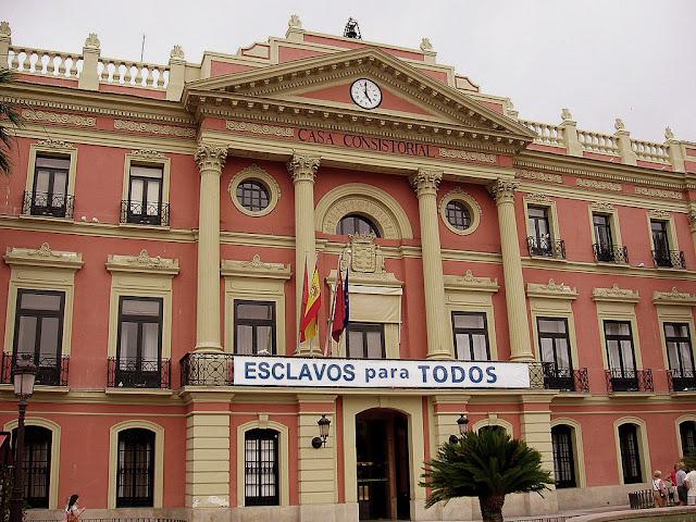 Murcia,ayuntamiento,esclavos,pancarta,inmigracion,agricultura
