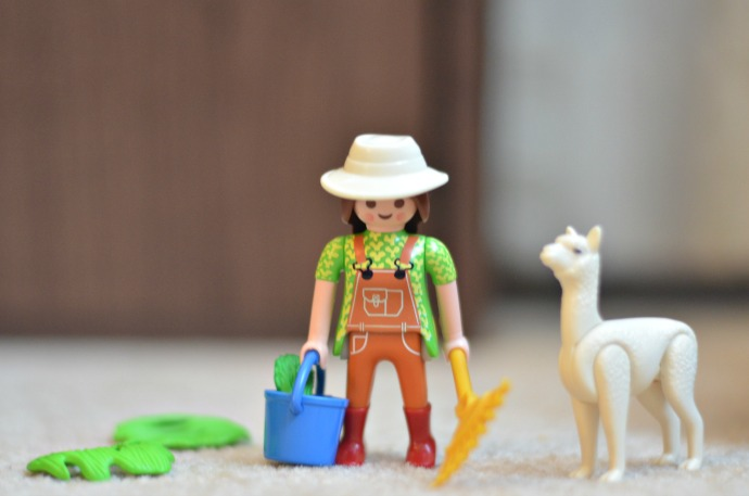 playmobil zookeeper, playmobil alpaca, playmobil egg review
