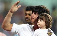 Shahrukh Khan dengan anaknya Abram