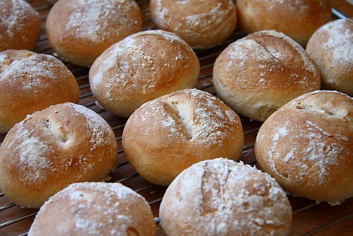 Panecillos De Poolish De Yogur De Xabier Barriga Mercado Calabajio See more of nosotros los guapos on facebook. poolish de yogur de xabier barriga