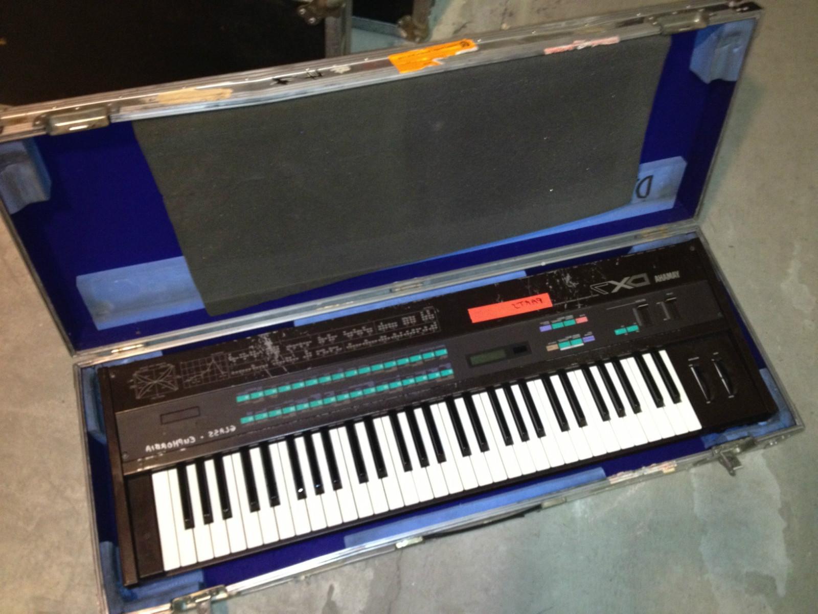 MATRIXSYNTH: Phillip Glass Ensemble Yamaha DX7 for Auction
