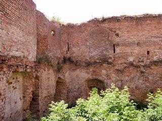 Клевань. Замок Чарторыйских. XV в. Руины западной башни