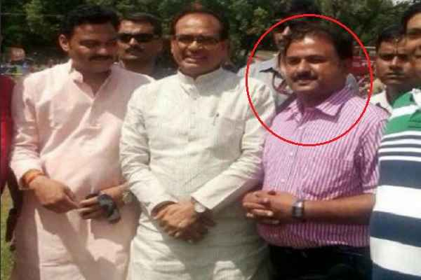 हवाला कारोबारी के साथ शिवराज सिंह और उनके मंत्री की एक साथ फोटो से मचा हडकंप