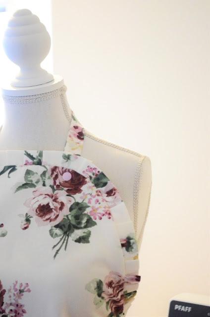 manakin fartuch kwiaty materiał bawełna