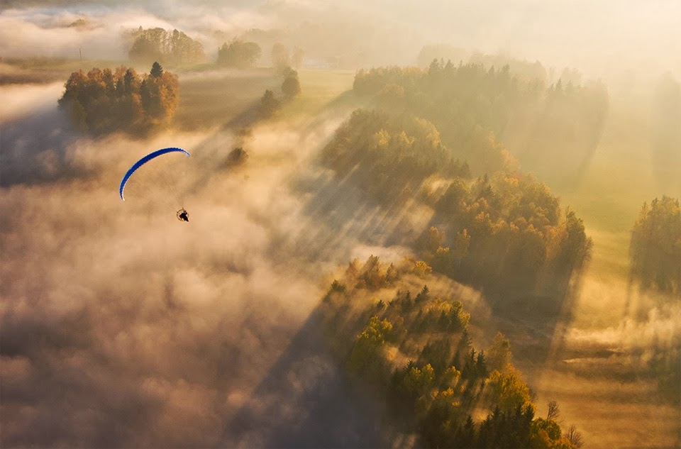 Cute Babies Good Morning Wallpapers Paragliding In Czech Republic Hd Wallpapers Hindi