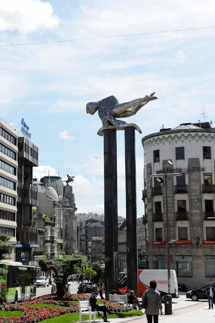 Barcelona estocolmo vigo el mirlo de papel for Porque se llama la puerta del sol