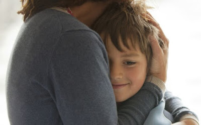 المخاوف السرية التي تراود كل أم ولا يفصح عنها أحد ام امومة الامومة تحتضن طفل ابنها woman hug child mother son kid
