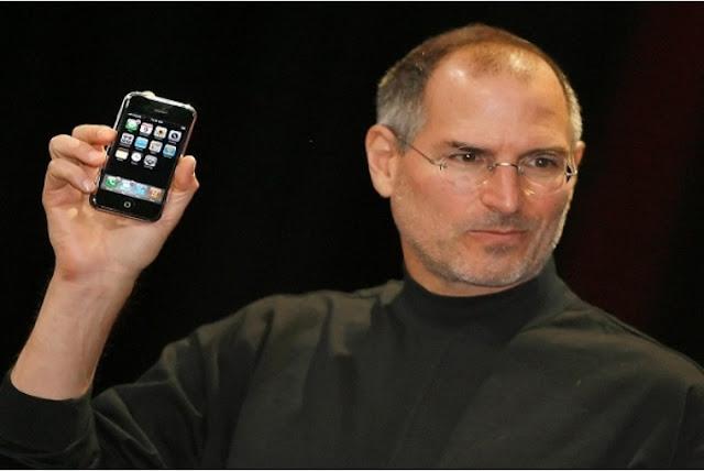 هل تعلم ان ستيف جوبس قام بخدع كل العالم عند عرضه لأول هاتف ايفون، تعرف كيف فعل ذلك بنفسك
