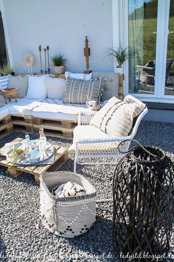 Palettenlounge selberbauen, Dekoideen für Terrasse und Garten,Gartenlaternen aus Bambus von Au Maison