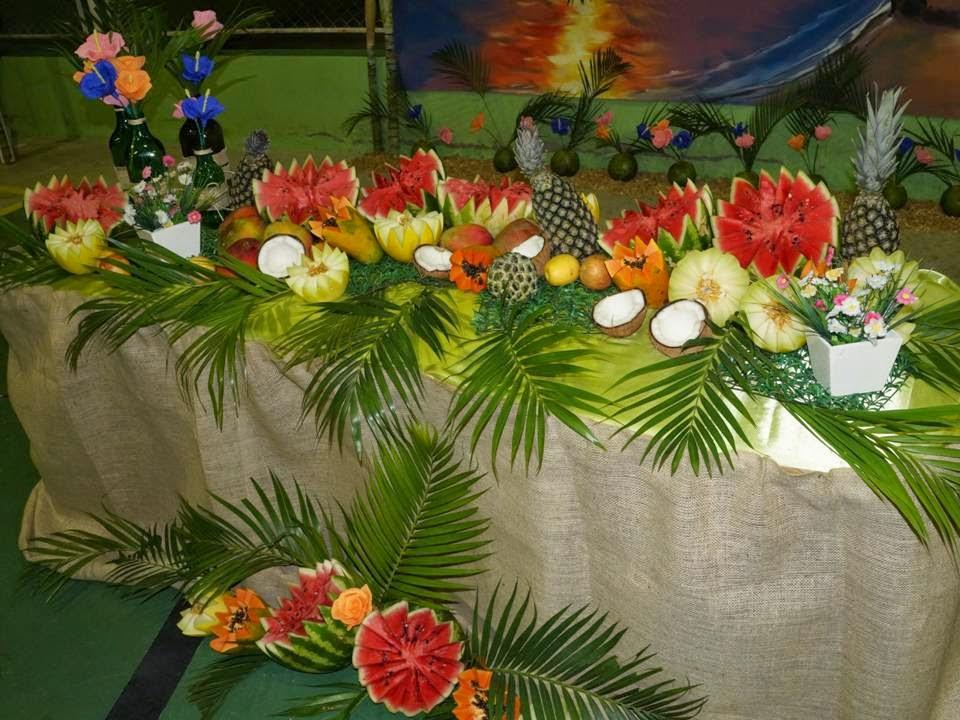Festa Tropical em homenagemàs m u00e3es Blog da Escola Dom Javier -> Decoração De Festa Havaiana Simples