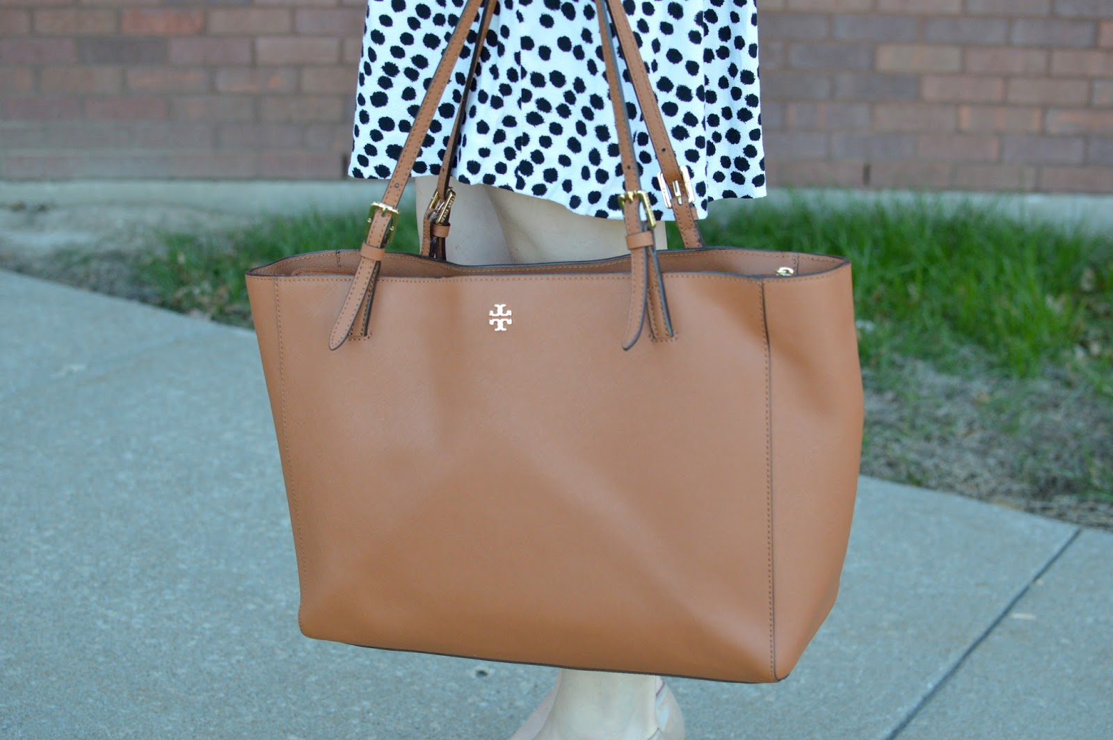 what is a good work bag that can fit a laptop | tory burch york buckle tote | a memory of us