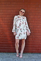 http://www.karyn.pl/2018/05/szyfonowa-sukienka-w-kwiaty-i-flamingi.html