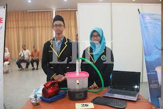 26.Muhammad Husain Masyhudul Haq dan Dhini Avilia dari MA Negeri Cilacap Jawa Tengah dengan Judul Karya Smartsmofi (Smart Smoke Filter)