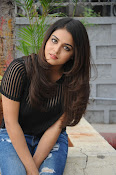 Wamiqa Gabbi stylish photo shoot-thumbnail-11