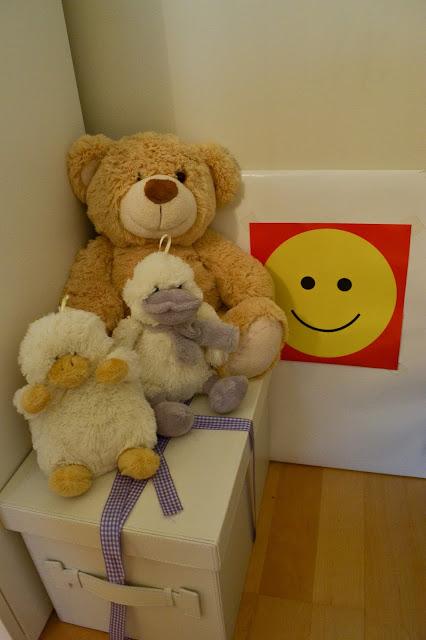Saippuakuplia olohuoneessa. blogi, kuva Hanna Poikkilehto, koti, sisustus, pehmolelut, lapsi,