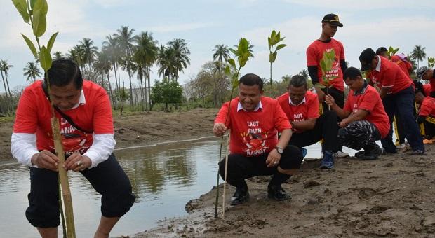 Tim Humas Bakamla RI Tanam Mangrove di Aceh