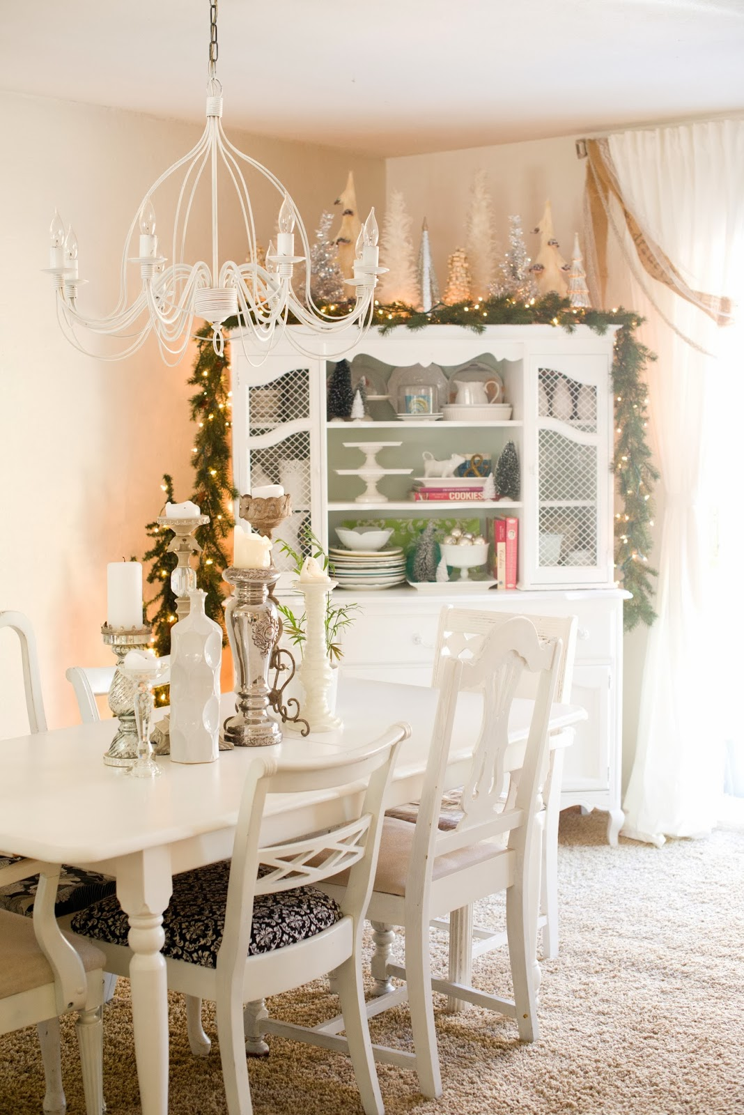 Domestic fashionista natural and white christmas dining room - White lights for room ...