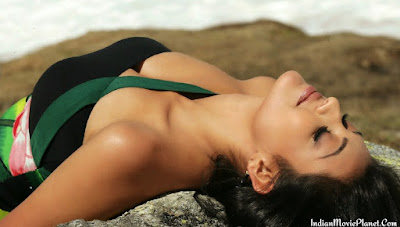 kajal agarwal hot cleavage show photos