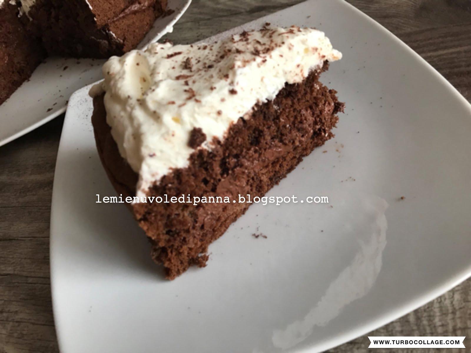 torta al cioccolato verde con caffè di montagna verde