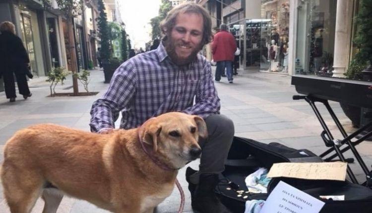 Τσέχος μουσικός του δρόμου διέθεσε τα χρήματα που μάζεψε για τ' αδέσποτα της Χαλκίδας