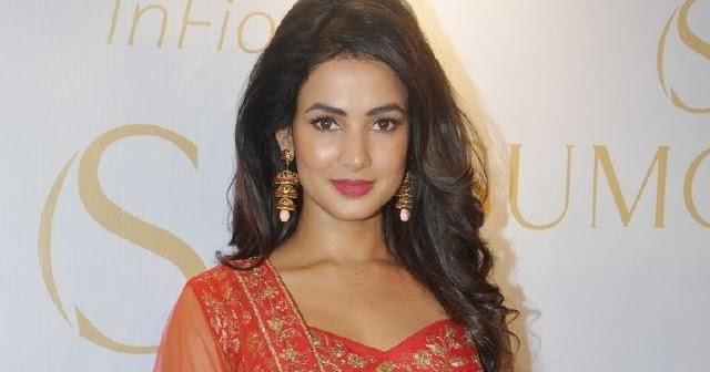 Actress Sonal Chauhan Hot Photoshoot Stills
