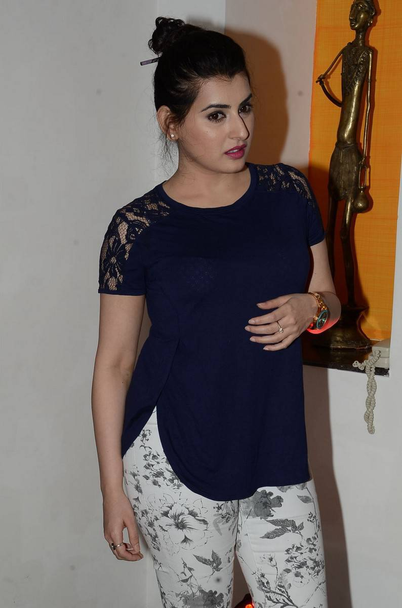 Archana Veda Hot Curves in Jeans Hd Images - Wiral Beauties
