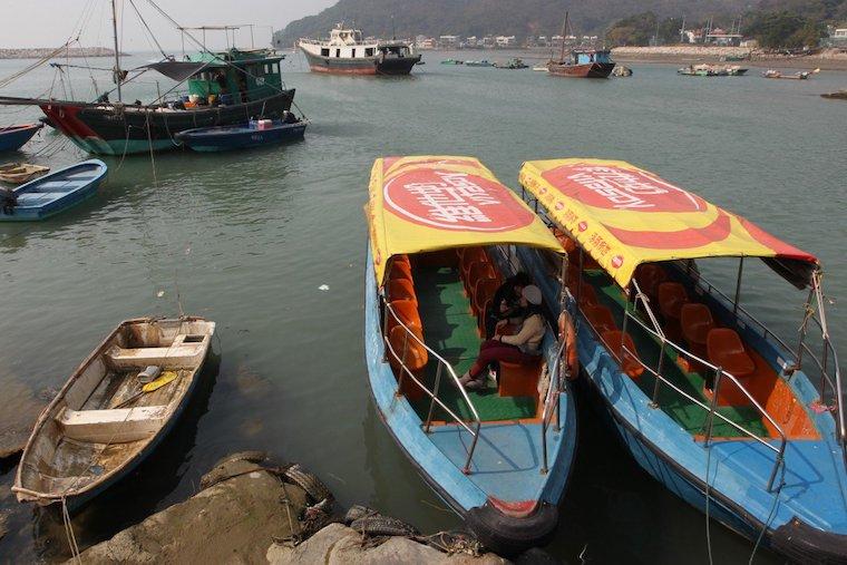 Pria Diduga Hilang Terseret Ombak dan Angin Yang Kencang Saat Mengayuh Perahu Kano di Tai O