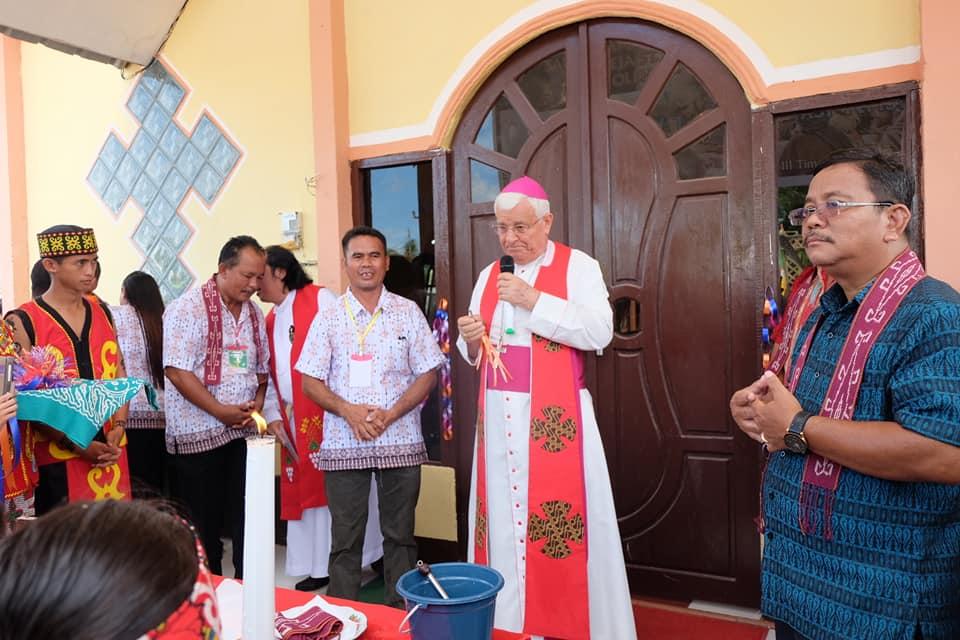 Bupati Sekadau dan Uskup Resmikan Gereja Katolik SP3 Timpuk