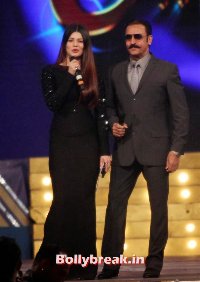 Kainaat Arora and Gulshan Grover, Bollywood Celebs at Umang Police Show 2014