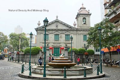 Features St. Anthony's Catholic Church, located near Lou Lim Ioc garden, Macau