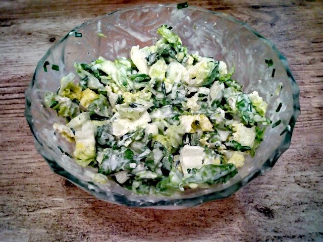 zielona salatka salata rzymska prosta salatka surowka z trzech skladnikow lekka salatka do obiadu surowka z ogorkiem salatka z dressingiem czosnkowym