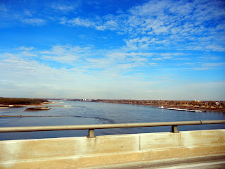 The Mississippi River between Arkansas and Tennessee