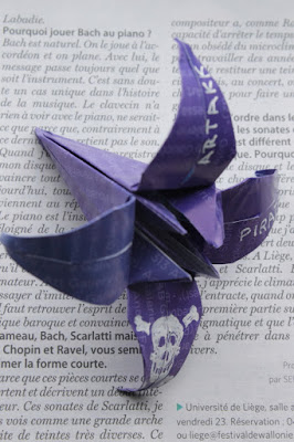 origami, fleur, mauve, art contemporain, encart pirate, indignés, MoMa,