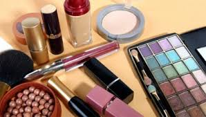 Tips Seputar Usia Kosmetik