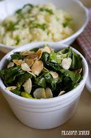 (salatka ze szpinaku i migdalow
