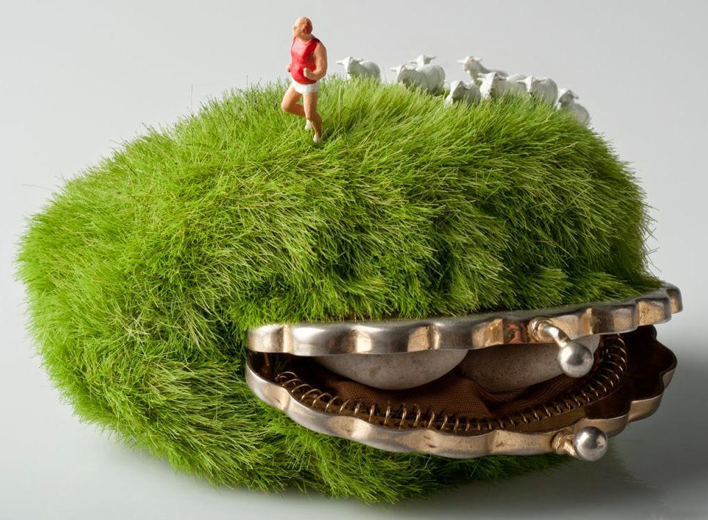 12-Kendal-Murray-Surreal-Miniature-Worlds-in-Everyday-Objects-www-designstack-co