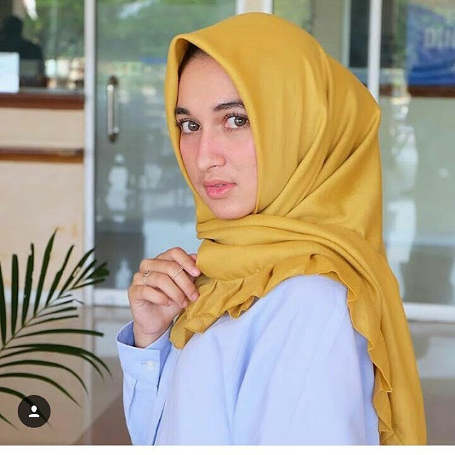 Portrait Hijab Now Hijab is Good And True