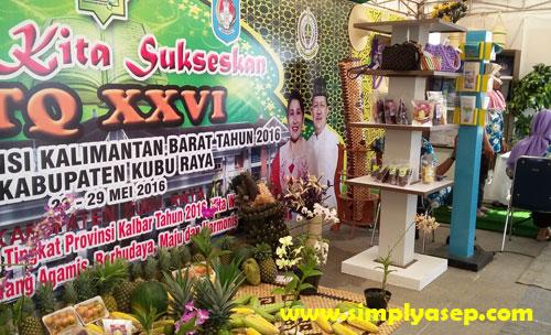 KUBU RAYA :  Stand tuan rumah Kabupaten Kubu Raya yang cukup lengkap materi dan konten pamerannya.. Foto Asep Haryono