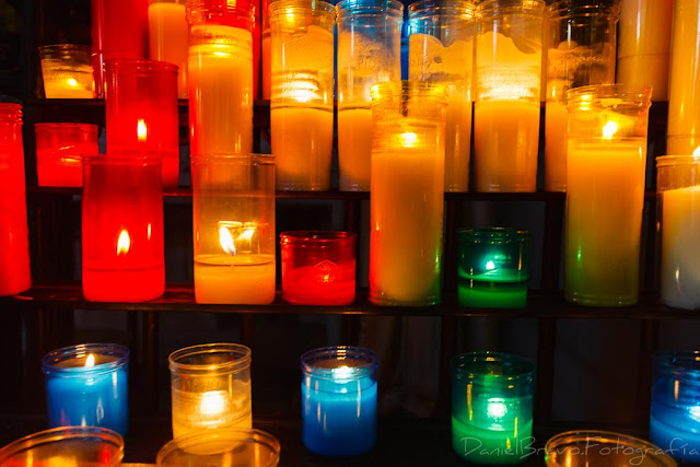 Velas de colores en la iglesia de Santa María del Mar