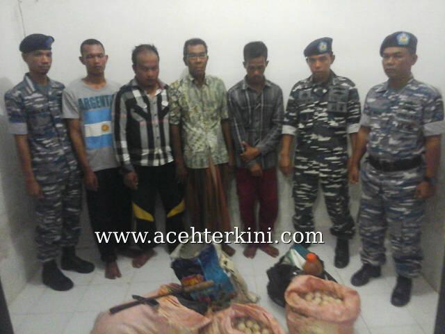 TNI AL Tangkap Tiga Pencuri Telur Penyu di Pulau Banyak